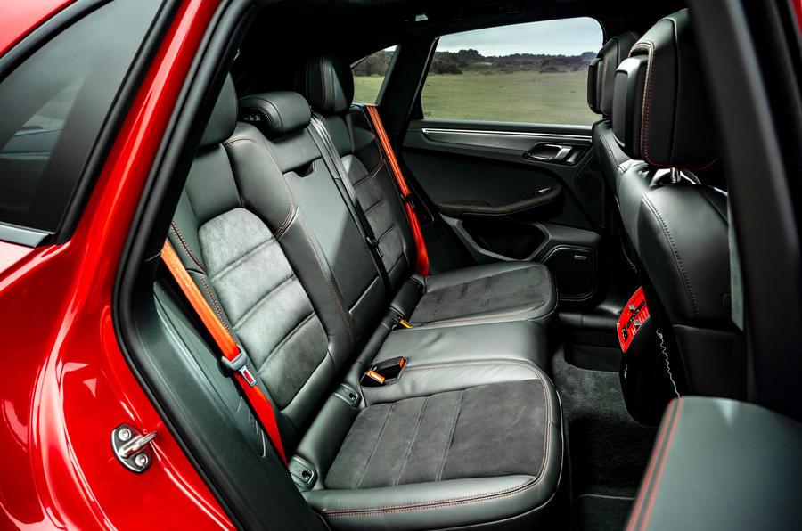 17 Porsche Macan GTS 2021 UE LHD premier essai sièges arrière