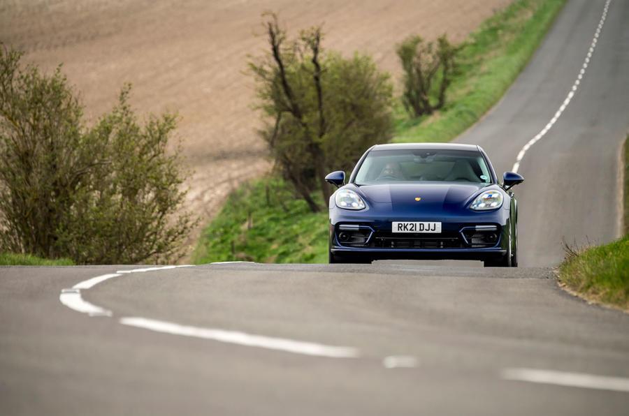 17 Porsche Panamera Turbo S E Hybrid ST 2021 UE FD nez de route