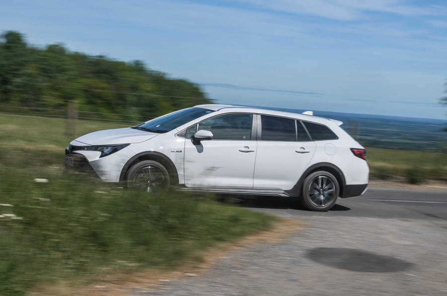 Toyota Corolla Trek 2020 UK first drive review - on the road side