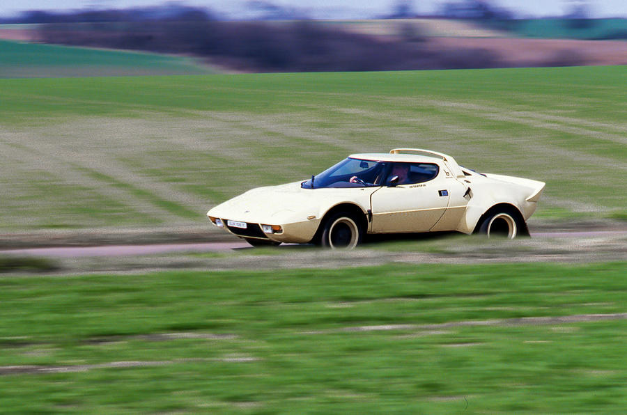 Lancia Stratos - tracking side