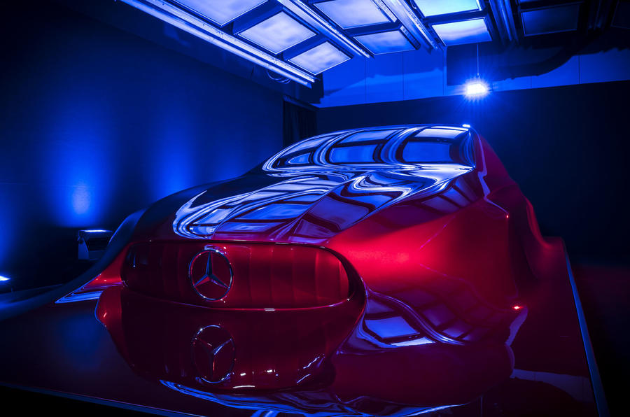 Aesthetics A sculpture front grille with Mercedes-Benz badge