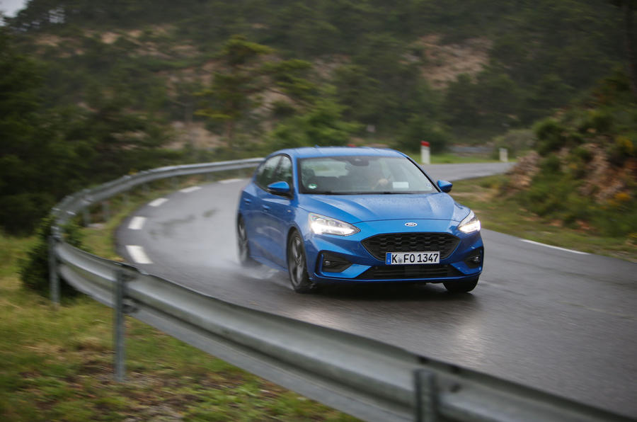 Ford Focus 2018 first drive review cornering right