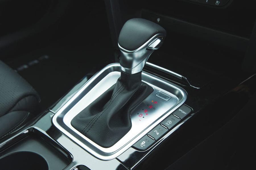 Kia Ceed 2018 long-term review - gearstick
