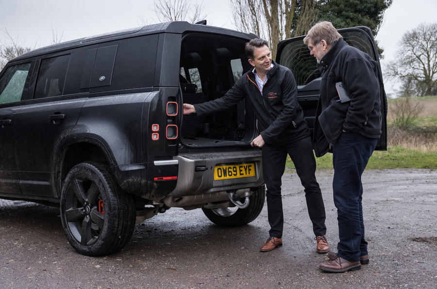 Land Rover Defender 2020 - boot