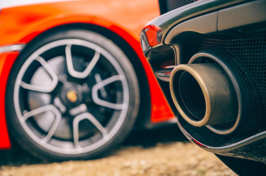 McLaren GT - exhaust