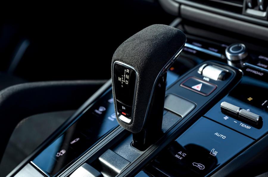 18 Porsche Cayenne Turbo GT 2021 UE FD levier de vitesse