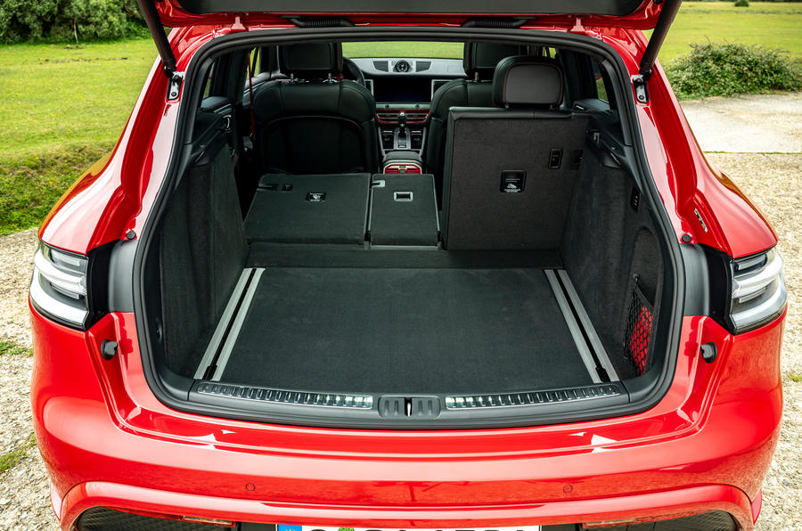 18 Porsche Macan GTS 2021 UE LHD premier essai du coffre arrière