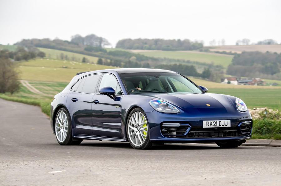 18 Porsche Panamera Turbo S E Hybrid ST 2021 UE FD avant en virage
