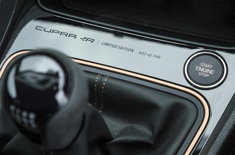 Seat Leon Cupra R 2018 UK review start button