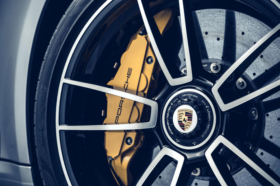 Porsche 911 Turbo S 2020 - brake callipers