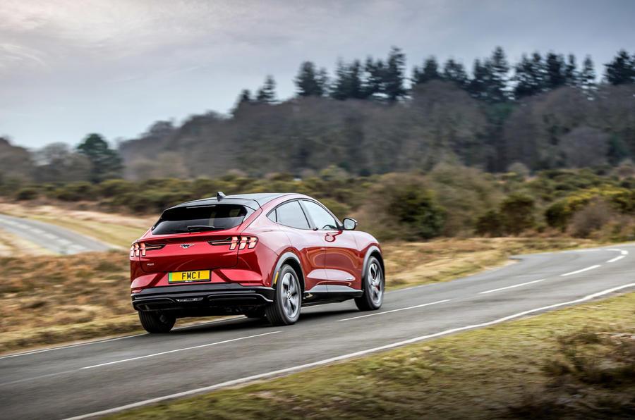 19 Ford Mustang Mach E 2021 : essai de conduite au Royaume-Uni, essai de virage arrière.
