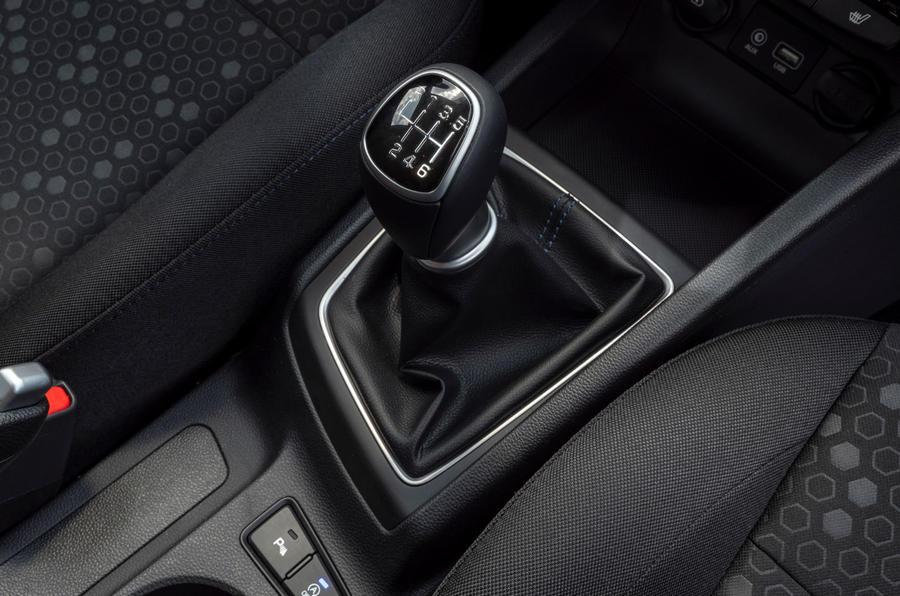 Hyundai i20 2018 review gearstick