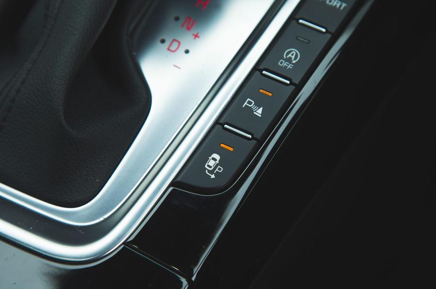 Kia Ceed 2018 đánh giá dài hạn - kiểm soát hỗ trợ đỗ xe