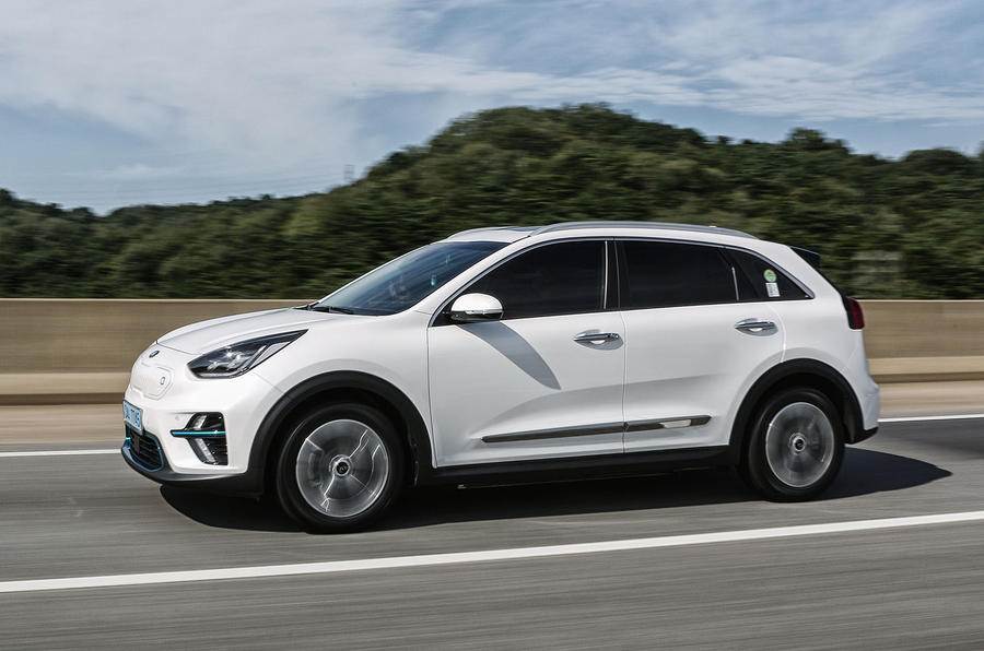 Kia Niro EV 2019 first drive review on the road side