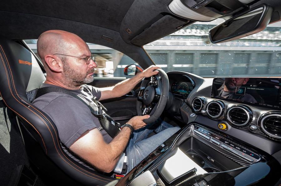 Mercedes-AMG GT Black Series 2020 : premier bilan de conduite - Matt Prior driving