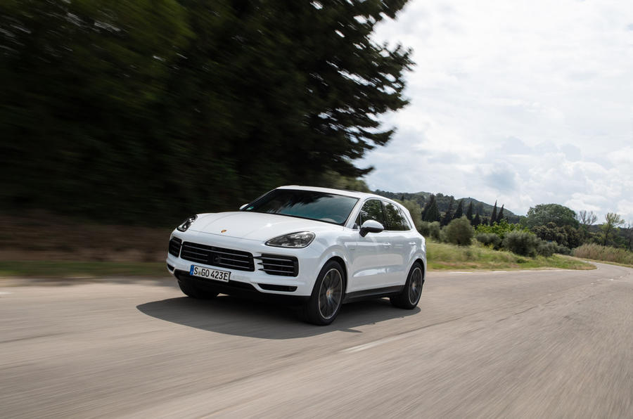 Porsche Cayenne E-Hybrid 2018 review on the road