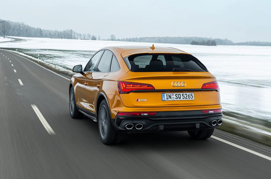 2 Audi SQ5 2021 : le héros de la première revue de conduite à l'arrière