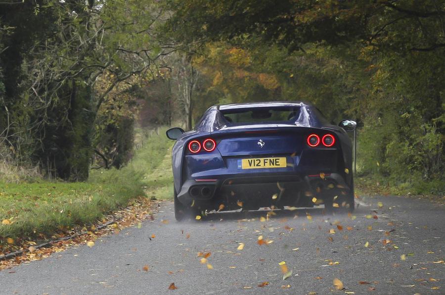Ferrari 812 GTS 2020 : premier bilan de conduite au Royaume-Uni - le héros à l'arrière
