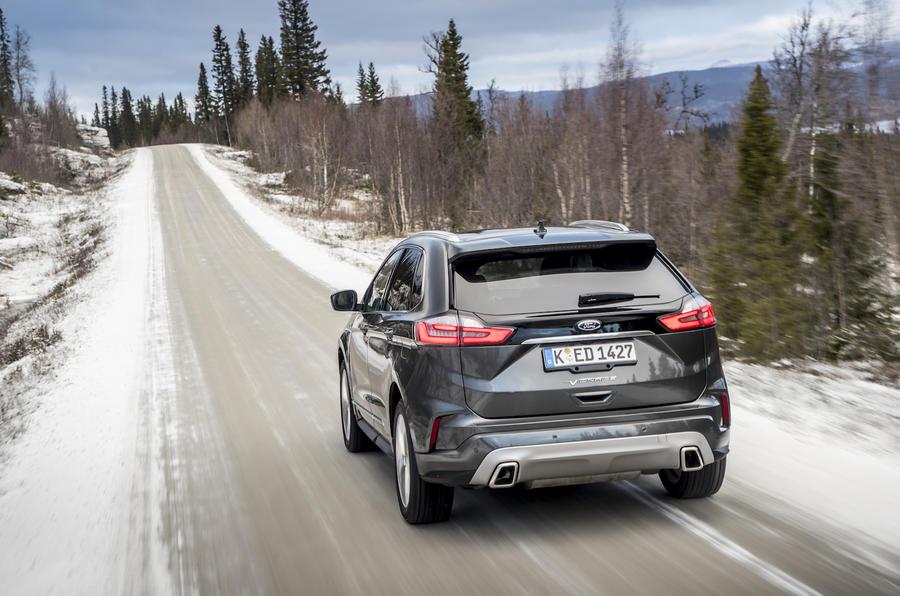2-ford-edge-vignale-2018-fd-rear