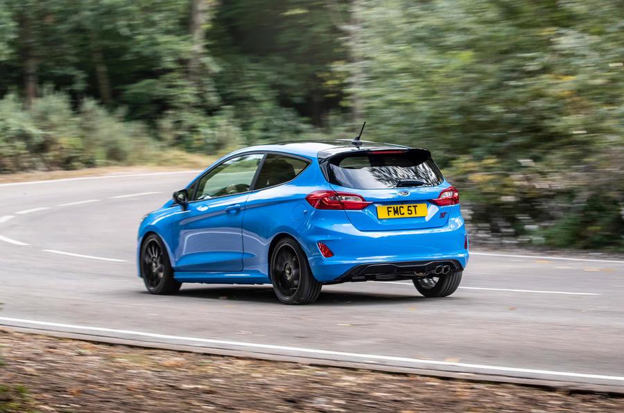 Ford Fiesta ST Edition 2020 : premier bilan de conduite au Royaume-Uni - le héros à l'arrière
