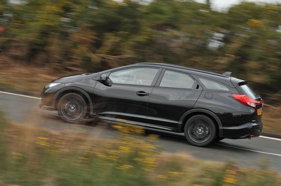 Honda Civic Tourer - hero side