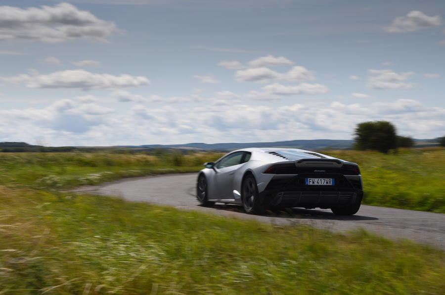 2-lamborghini-huracan-evo-uk-fd-2019-rear-action