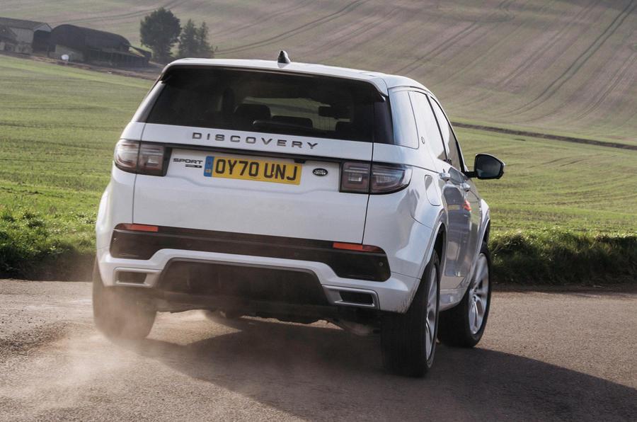 2 Land Rover Discovery P300e 2021 UE FD hero arrière