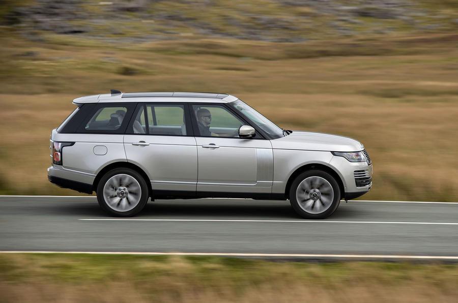 Land Rover Range Rover D300 2020 : premier bilan de conduite au Royaume-Uni - côté héros