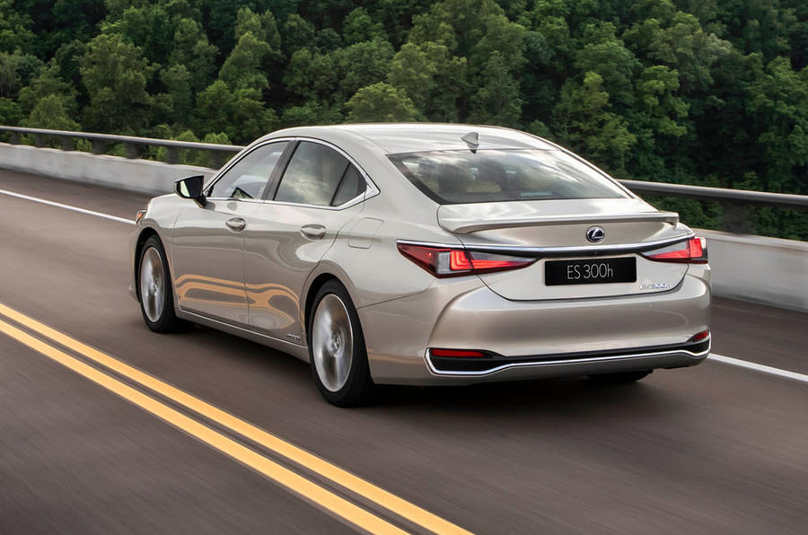 Lexus ES 300h 2018 review hero rear