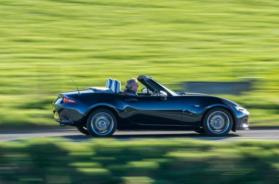 2 Mazda MX 5 Sport Venture 2021 UE FD côté héros