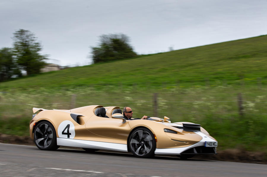 2 McLaren Elva 2021 UE FD côté héros
