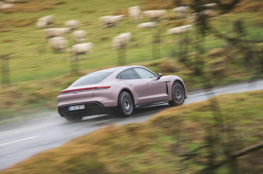 2 Porsche Taycan RWD 2021 : le premier héros de la revue de conduite britannique à l'arrière