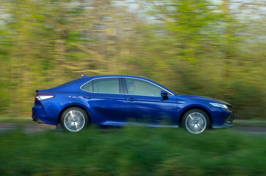 Toyota Camry 2019 UK first drive review - hero side
