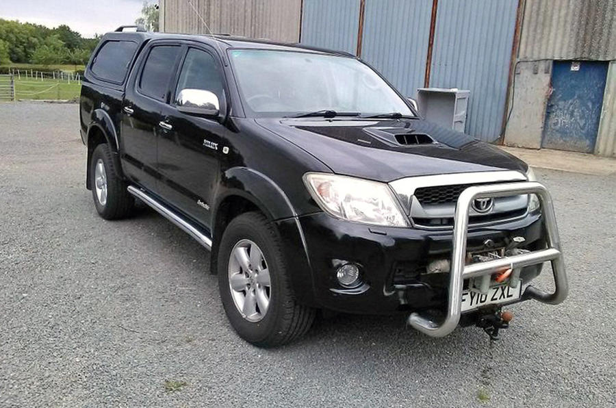 Toyota Hilux - static front
