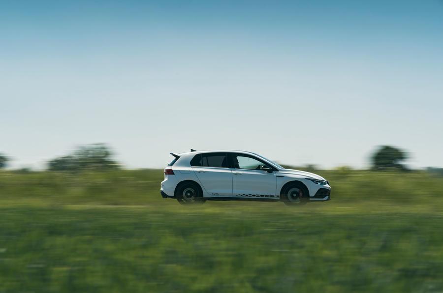 2 Volkswagen Golf GTI Clubsport 45 2021 UE FD côté héros