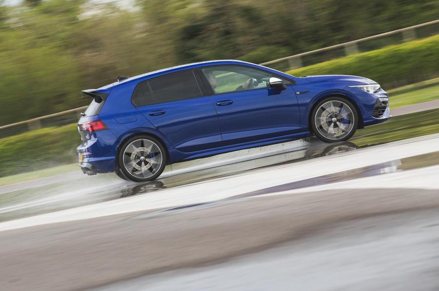 2 Volkswagen Golf R performance pack 2021 UE FD hero side
