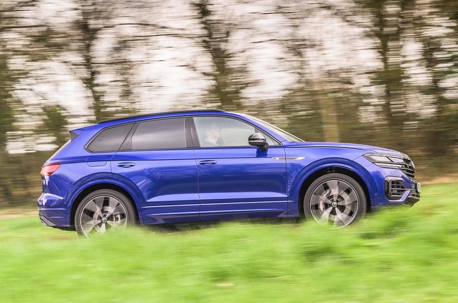 2 Volkswagen Touareg R eHybrid 2021 UE : essai de conduite, côté héros