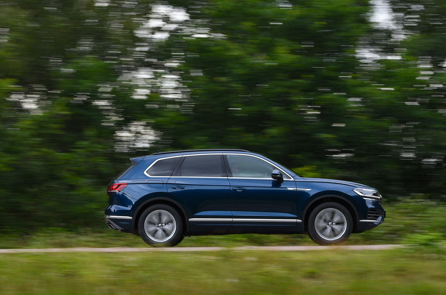 Volkswagen Touareg 3.0 TSI 2019 UK first drive review - hero side