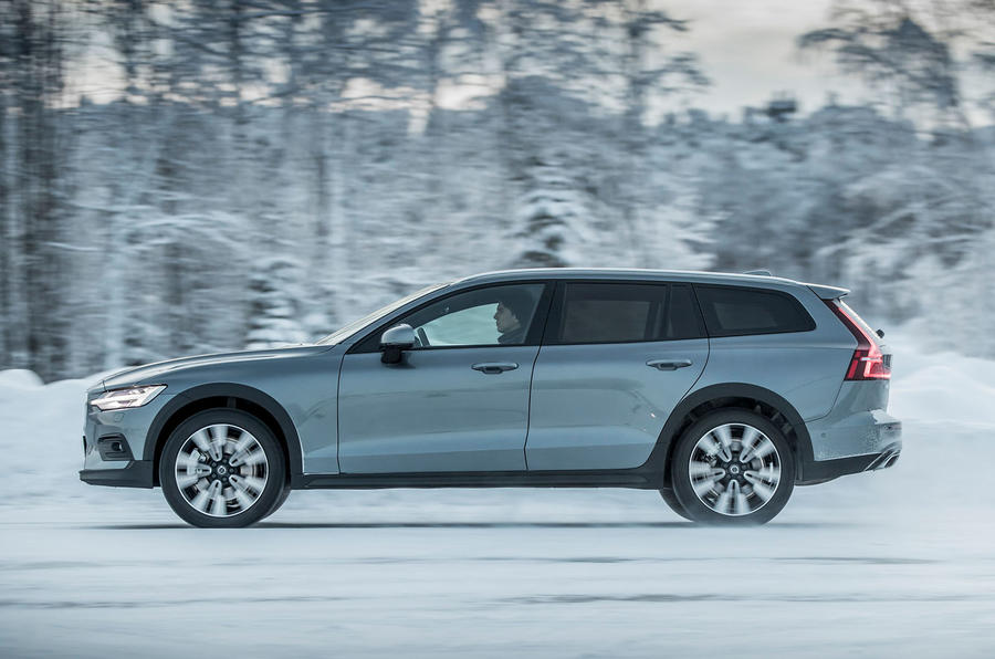 Volvo V60 Cross Country 2019 first drive review - hero side