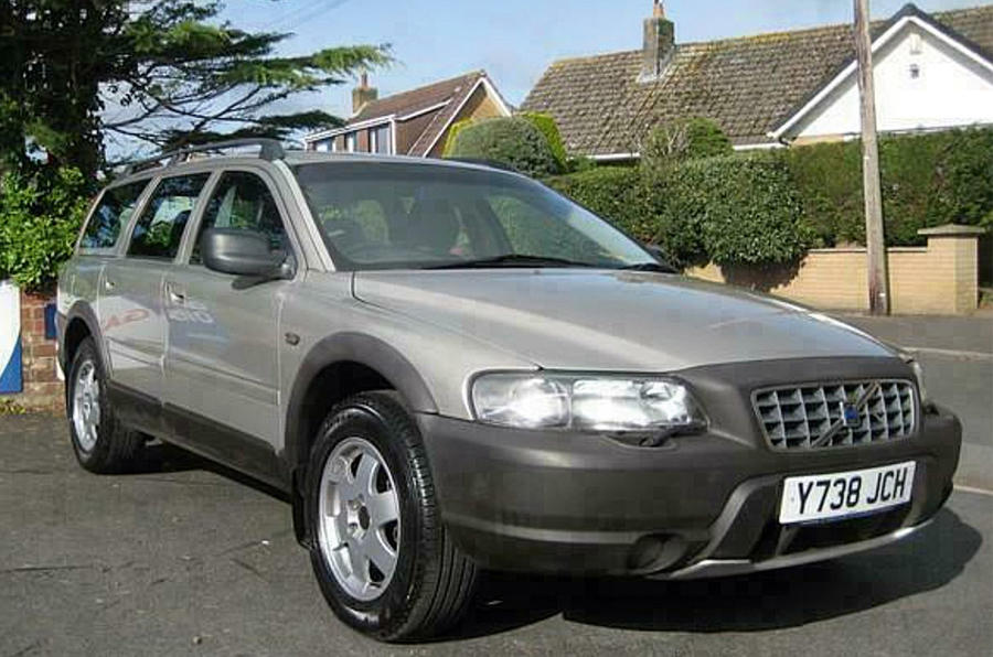 Volvo V70 Cross Country - front