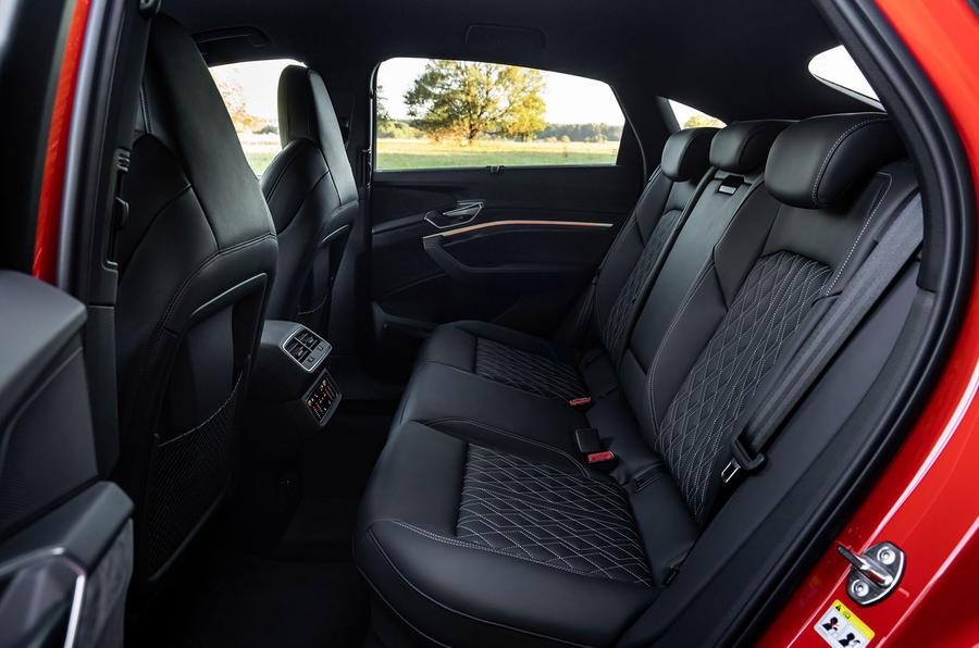 2020 - [Audi] E-Tron Sportback - Page 4 20-audi-e-tron-sportback-s-2020-fd-rear-seats