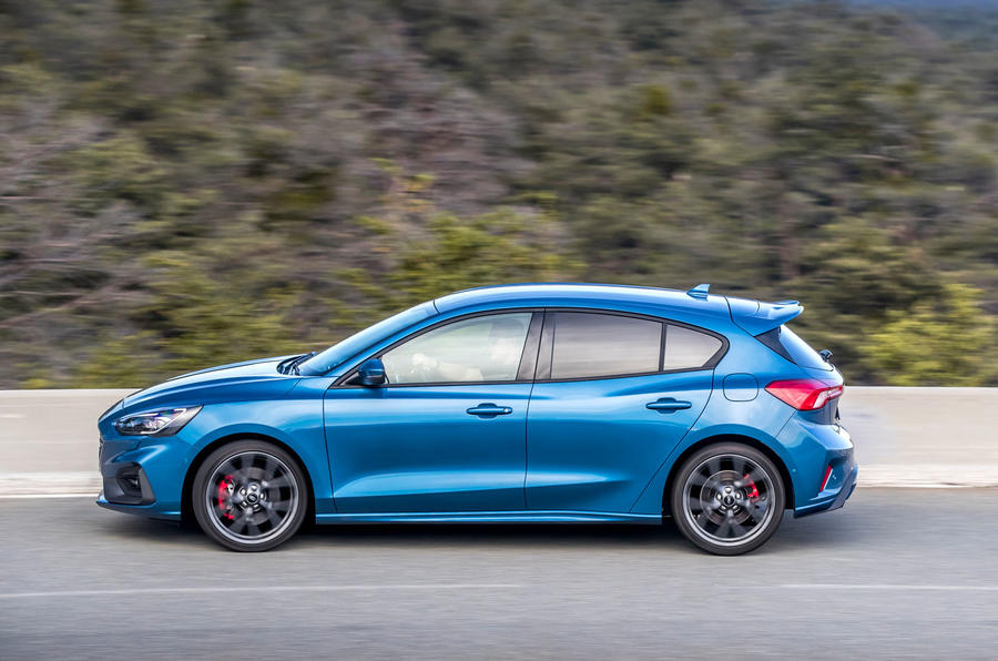 Ford Focus ST 2019 first drive review - on the road side