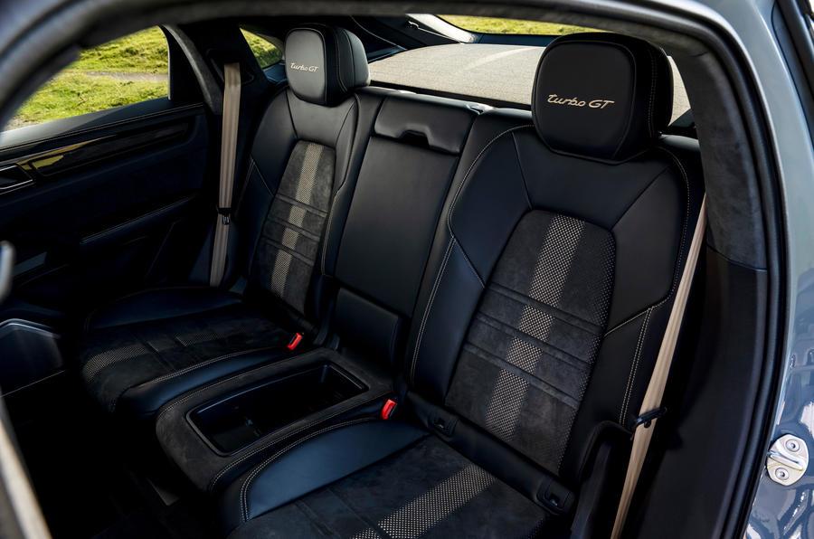 20 Porsche Cayenne Turbo GT 2021 UE FD sièges arrière
