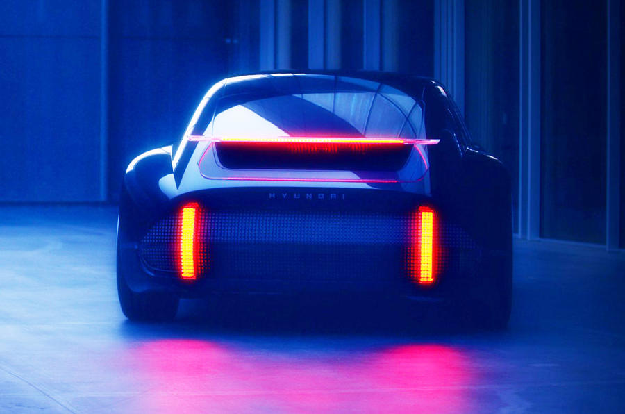 2020 Hyundai Prophecy concept - rear lights on