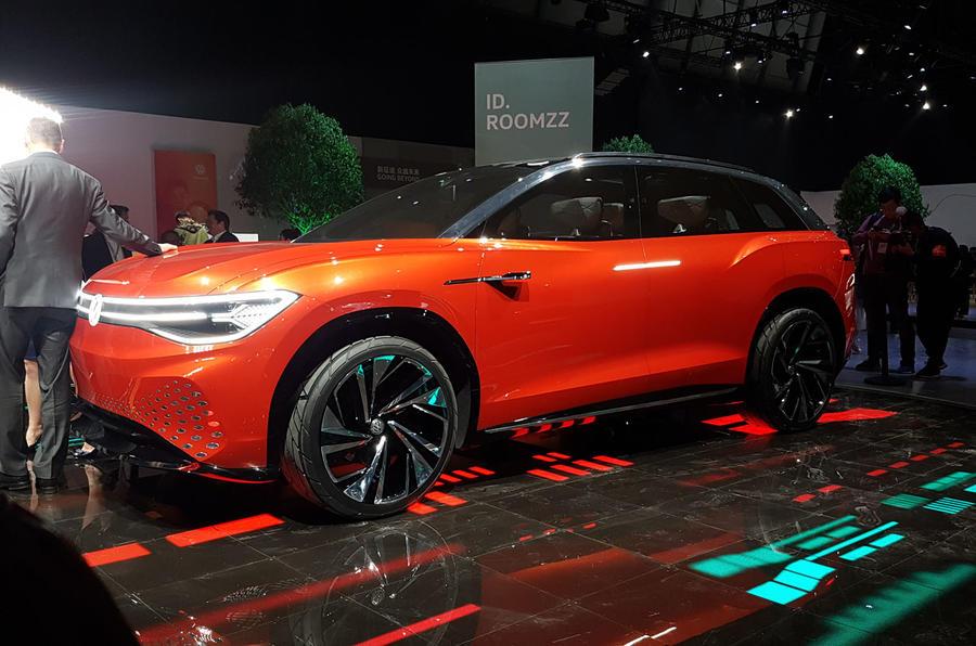 Volkswagen Roomzz concept - front 3/4