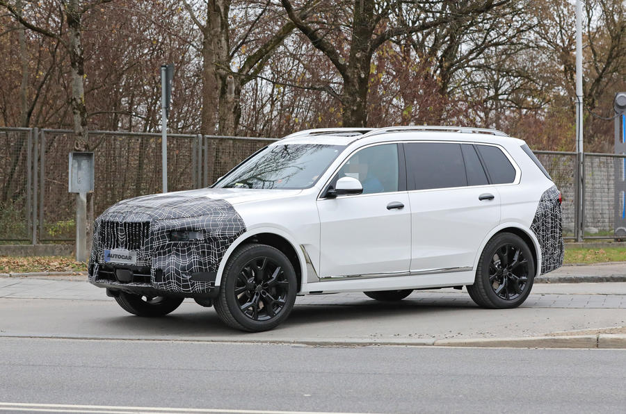 2022 BMW X7 front 2