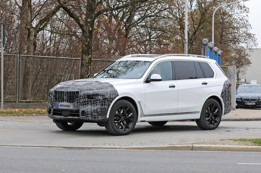 2022 BMW X7 front