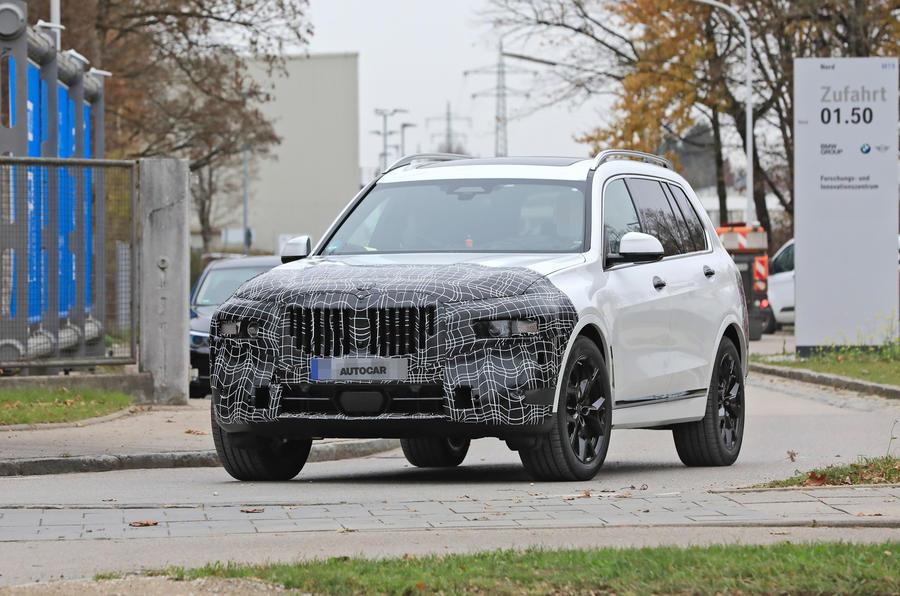 2022 BMW X7 hero front