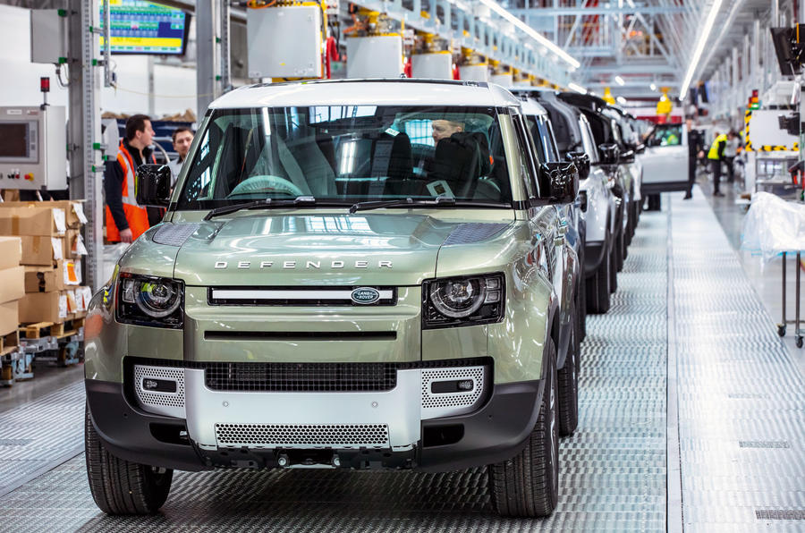 Land Rover Defender 2020 - Defenders lined up