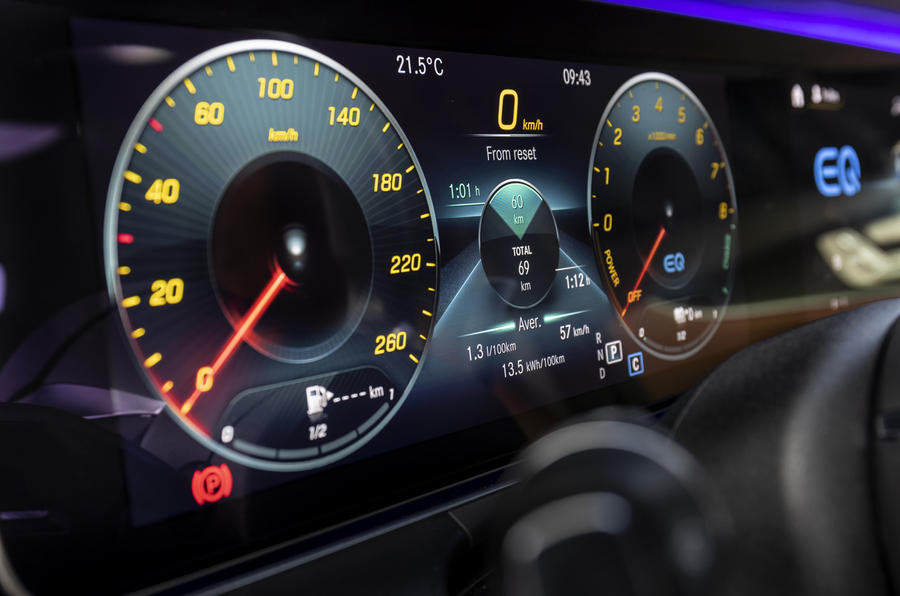 2020 Mercedes-Benz E300e - display